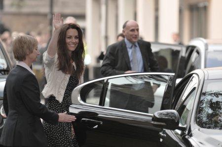 <span style='background:#EDF514'>KATE</span> Middleton a impresionat pe toata lumea: Faci ca familia si tara ta sa fie mandre
