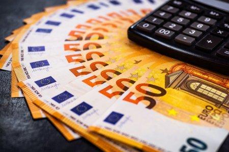Se dau bani pentru romani! 2.200 de euro de la stat. Cine poate beneficia si cu ce conditie