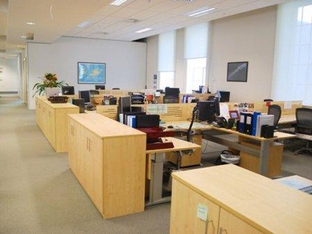 Cum s-a schimbat piata de office si cum vor reveni corporatistii inapoi in birouri. Dezvoltatorii si proprietarii de birouri pun accent pe inovatie, iar furnizorii mizeaza pe noi concepte de mobilier