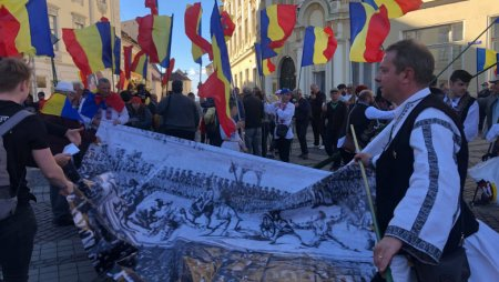 Protest in orasul natal al presedintelui Romaniei: Sa renuntam la statuile stapanitorilor straini (VIDEO)
