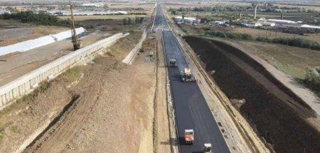 Vesti bune de pe lotul 2 din A10 Sebes - Turda: primul asfalt in zona alunecarii de teren de la Oiejdea VIDEO