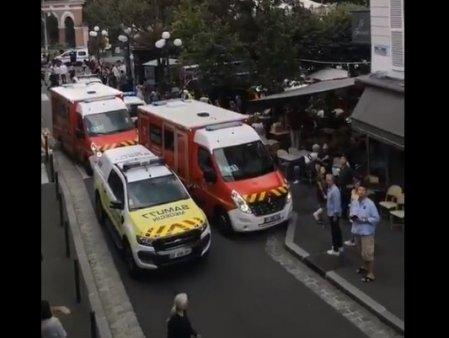 Franta: Un sofer a intrat cu masina intr-o terasa aglomerata. Sase persoane, ranite. Doua sunt in stare grava