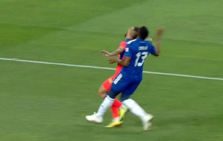 Penalty acordat de asistent in FCU Craiova - FCSB! » Ce arata reluarile TV