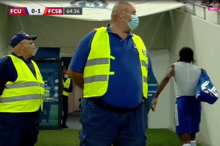 Iesire nervoasa in FCU Craiova - FCSB » Și-a scos tricoul si a plecat la vestiare!