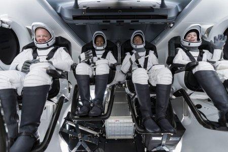 Cei patru pasageri privati ai navei Spacex au revenit pe Terra. Cum si-au petrecut cele trei zile de zbor spatial