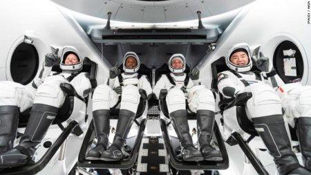 SpaceX: Patru pasageri privati au revenit pe Terra dupa trei zile in spatiu (VIDEO)