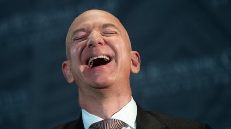 Amazon accelereaza pariul pe sanatate: Compania pune la dispozitie un asistent vocal capabil sa execute comenzi in timpul unei operatii
