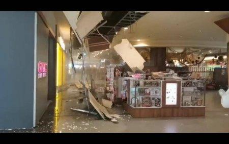 Tavanul unui mall din Cluj s-a prabusit peste un stand sub ochii clientilor. VIDEO