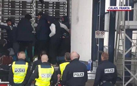 Imagini surprinse in flagrant. Retelele de trafic de migranti castiga miliarde de euro