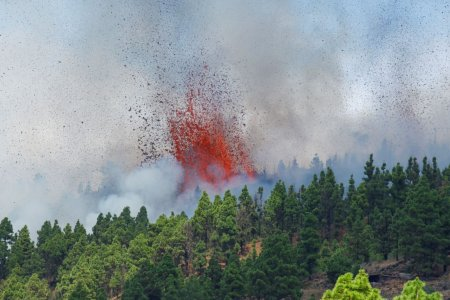 Insulele Canare: Un vulcan a erupt in La Palma. Oamenii au fost evacuati (Video)