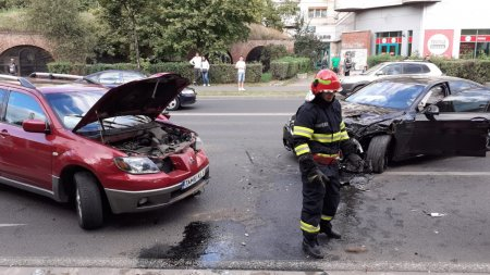Accident in lant in centrul Timisoarei. O persoana a ajuns la spital