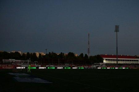 Detaliul remarcat de Dan Udrea la <span style='background:#EDF514'>TRIBUNA</span> oficiala, in momentul beznei de la Dinamo - Botosani: Cum sa stai asa?!