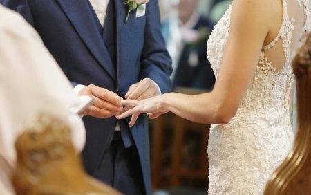 Comuna in care nimeni nu mai are voie sa faca nunti si botezuri. Imbolnavirile au crescut dramatic