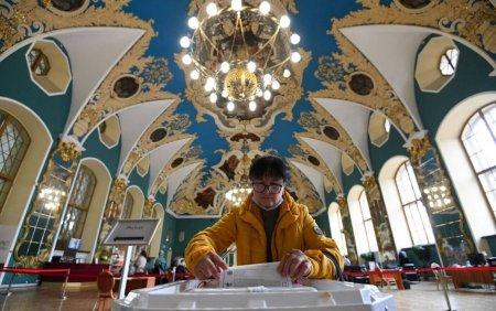 Alegeri in Rusia. Partidul pro-Kremlin, Rusia Unita, conduce in alegerile legislative