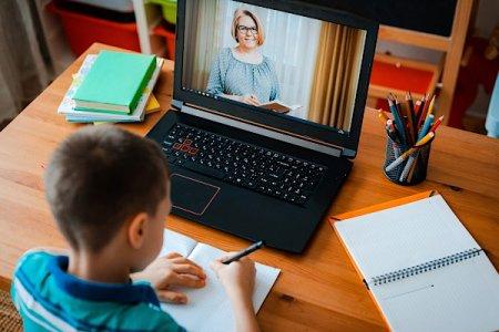 Cimpeanu: Elevii din Bucuresti ar putea trece la scoala online de la jumatatea lui octombrie
