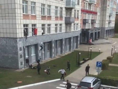 ULTIMA ORA. <span style='background:#EDF514'>ATAC ARMAT</span> intr-o universitate din Rusia. Mai multi studenti au fost ucisi, iar alt VIDEO