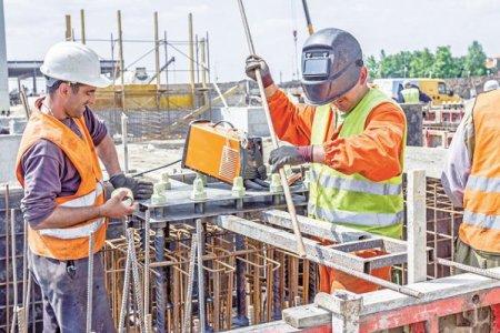 Un alineat din PNRR, care prevede eliminarea treptata a stimulentelor fiscale, ii sperie pe constructori: Cand angajatul va vedea ca ii scade salariul, va alege sa plece