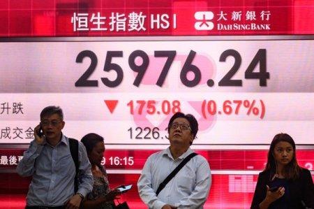 Actiunile listate pe bursa din Hong Kong continua sa scada pe fondul prabusirii gigantului Evergrande. Analistii se tem ca declinul s-ar putea extinde catre sistemul bancar si sectorul imobiliar din China