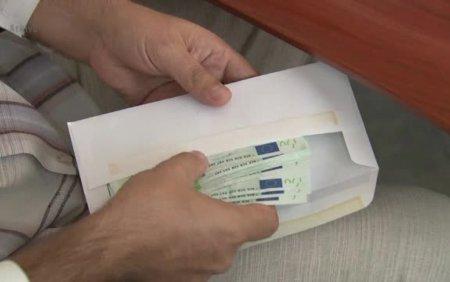 Fosti inspectori antifrauda, trimisi in judecata dupa ce au cerut bani unui om de afaceri pentru a nu-l penaliza