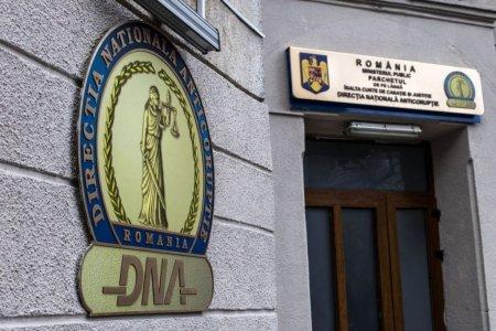 Doi fosti inspectori antifrauda din Suceava, trimisi in judecata pentru luare de mita