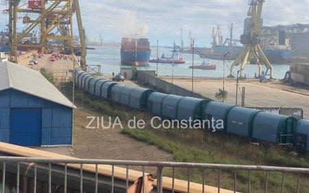 <span style='background:#EDF514'>INCENDIU</span> la o nava aflata in Portul Constanta