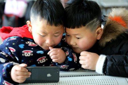Douyin, versiunea chinezeasca a TikTok, cu 600 de milioane de utilizatori activi, reduce din timpul petrecut pe platforma pentru copiii de pana in 14 ani la doar 40 de minute pe zi