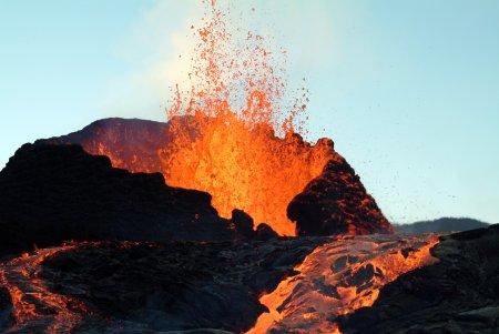 Imaginile APOCALIPSEI. Rauri de lava de 15 metri. Mii de oameni, evacuati VIDEO