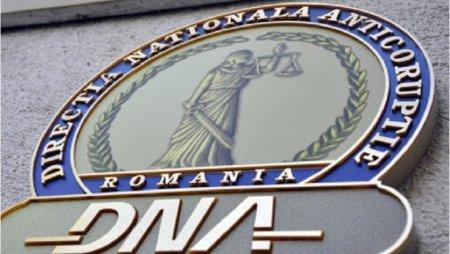 Doi fosti inspectori antifrauda din Suceava, trimisi in judecata de DNA dupa ce au cerut bani unui om de afaceri pentru a nu-l penaliza