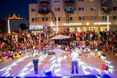 Un festival din <span style='background:#EDF514'>SATU MARE</span> a fost anulat de autoritati, dupa ce orasul a intrat in scenariul rosu