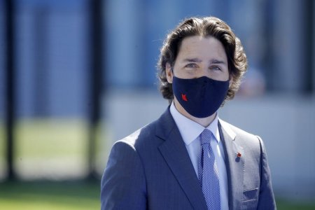 Intr-un scrutin pe care aproape nimeni nu si-l dorea, premierul Canadei Justin Trudeau lupta pentru supravietuire