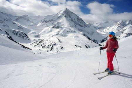Accesul pe partiile din Austria, in noul sezon de schi, permis doar celor vaccinati anti-COVID, testati sau trecuti prin boala