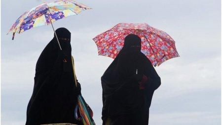 Femeile afgane nu mai au voie sa lucreze in administratia din Kabul: Pot spala toalete