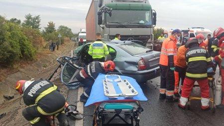 Accident grav pe DN 2 E85 Dumbraveni intre un TIR si trei masini. O pers<span style='background:#EDF514'>OANA E</span>ste incarcerata