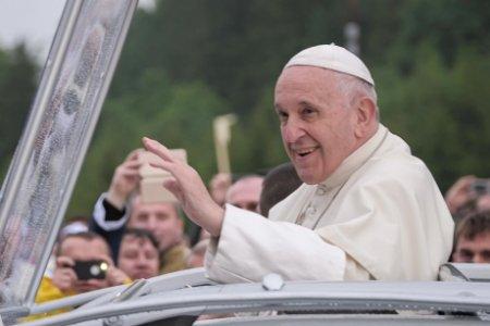 FARA PRECENDENT Papa Francisc da de pamant cu propriii cardinali, numindu-i negationisti: Sunt impotriva vaccinarii