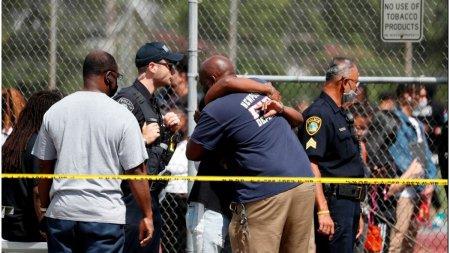Doi <span style='background:#EDF514'>ADOLESCENTI</span> au fost impuscati intr-o scoala din Virginia