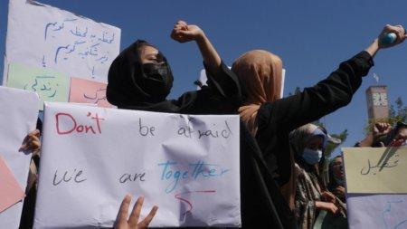 Femeile afgane vor spala toaletele. Este singurul loc de munca permis in noua administratie talibana din Kabul