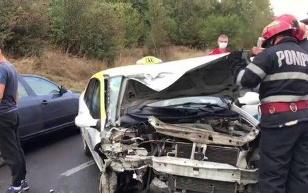 Accident grav in Targoviste. Un taxi a fost lovit violent de o soferita