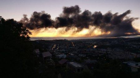 <span style='background:#EDF514'>INCENDIU</span> puternic in Parcul Industrial din Cluj-Napoca. A fost emisa avertizare Ro-Alert