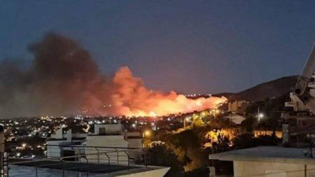 Incendiile de <span style='background:#EDF514'>VEGETATIE</span> au reizbucnit in apropiere de Atena