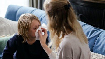Copilul NU va merge la scoala daca are aceste simptome!. Avertismentul medicilor in plina pandemie de coronavirus