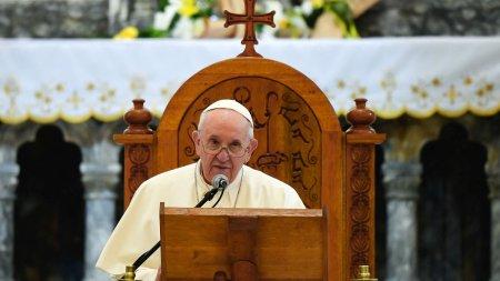Alerta la Vatican: Papa Francisc a intrat in contact cu un episcop testat pozitiv cu COVID-19