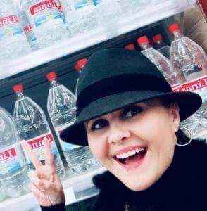 Solista Niculina Stoican, ingropata in datorii de afacerea sa cu apa minerala