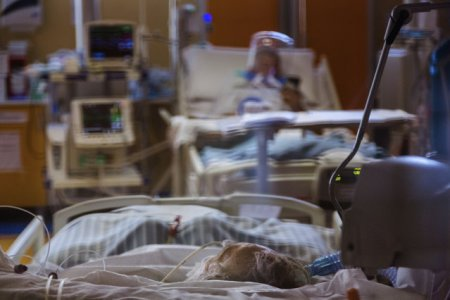 Bilant <span style='background:#EDF514'>DECESE</span>. Opt dintre cei 129 de pacienti morti de COVID-19 in ultimele 24 de ore erau vaccinati