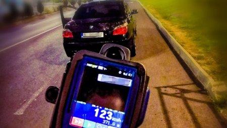 S<span style='background:#EDF514'>CUZA</span> absoluta gasita de un sofer cu BMW din Brasov prins de radar cu 123 km/h in localitate