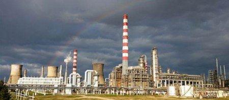 LUKOIL: <span style='background:#EDF514'>INCENDIU</span>l de la rafinaria Petrotel nu a reprezentat niciun risc