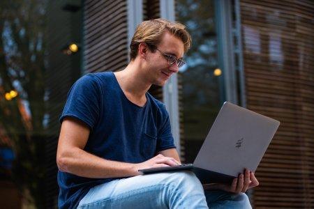 MacBook Pro 13: un laptop perfect pentru cei ce au nevoie de portabilitate si performanta