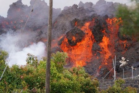 Sute de case, distruse de eruptia unui vulcan in Canare: Mii de oameni, evacuati