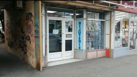 Furt de <span style='background:#EDF514'>BIJUTERII</span> in centrul orasului Buzau