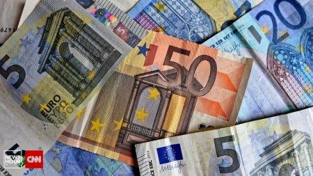 Romanii, tot mai datori la banci. Analist economic: Ratele romanilor vor fi mai scumpe, cu sume cuprinse intre 100 si 300 de lei, pe luna