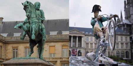 I-au luat caii de la bicicleta. Pe soclul statuii lui <span style='background:#EDF514'>NAPOLEON</span> a fost expusa o creatie care-l infatiseaza pe imparat in rol de livrator. Are clasa